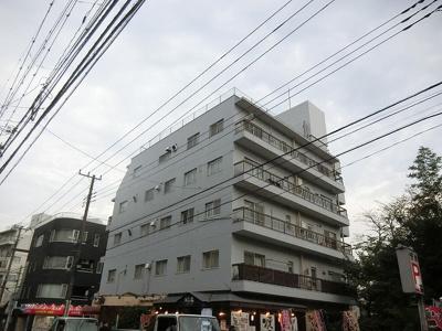 小田急線「経堂」駅より徒歩約8分の立地です。