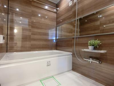 追焚機能・浴室乾燥機付ユニットバス新規交換済。