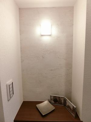 玄関カウンター付でお気に入りインテリアを楽しめます。