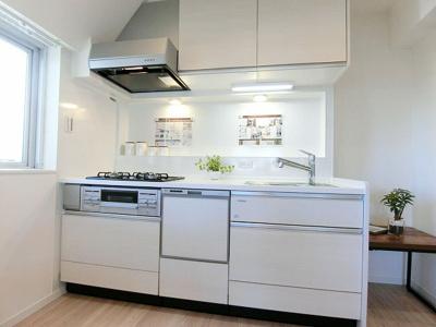 食洗機・浄水機能付システムキッチン新規交換済。