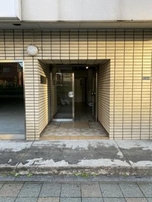 鉄骨鉄筋コンクリート造11階建てマンション。管理体制も良好です。