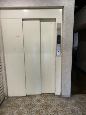 エレベーターがございますので、マンション内の移動もスムーズです。