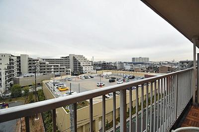 物件からの眺望です。6階のため日当たり良好です。