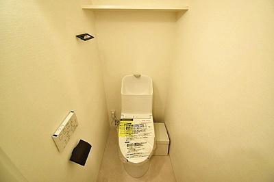 ウォシュレット付きトイレ新規交換済みです。