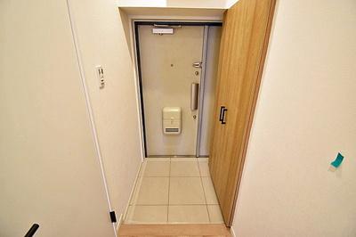 玄関には大きなシューズボックスも備わっております。