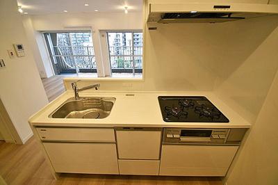 浄水器一体型のシステムキッチン付きで、お料理もはかどります。
