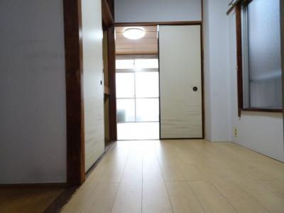 コーポ加藤 洋室3帖(キッチン側から)