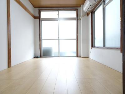 コーポ加藤 洋室6帖(洋室3帖側から)