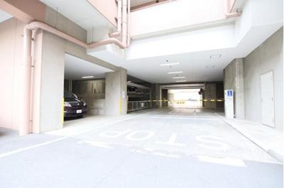 敷地内には駐車場もございます。空き状況等はお問い合わせ下さい。