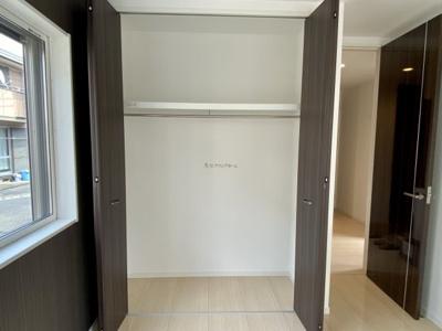 1階洋室5.3帖収納