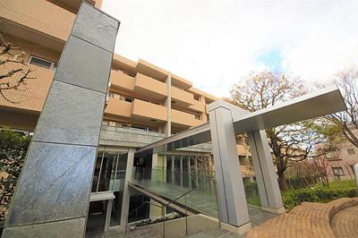 鉄骨鉄筋コンクリート造の地下1階付き6階建てマンションです。
