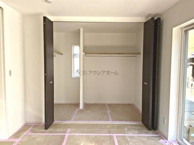 1階洋室8.3帖収納