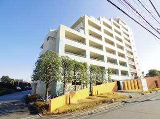 総戸数135戸、2004年9月築、駐車場に空きあります(2021年1月時点)