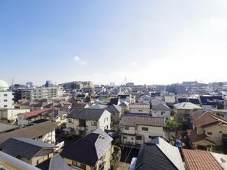 高い建物がなく、風通し、眺めは良好です