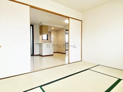 キッチンからも見渡せる和室6帖です。