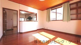 壁・天井・床がとても綺麗なリビング。南に面する日当たりの良いリビング。