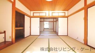 1階8帖和室 和室6帖と続き間になっています。