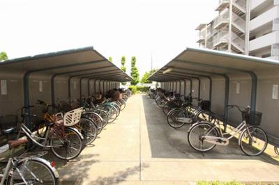広々とした駐輪場があります 三郷新築ナビで検索
