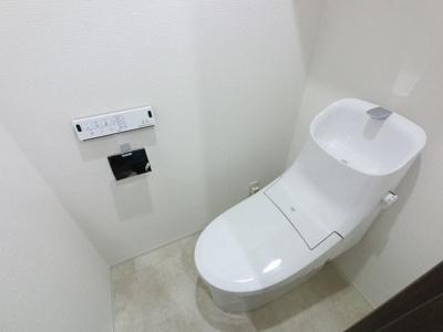 温水洗浄便座付のトイレです。 毎日使う場所だから、より快適な空間に仕上げられています。