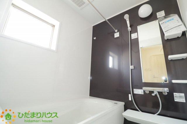 毎日の疲れを癒す浴室には、ゆったり入れるサイズのバスタブを用意しております!