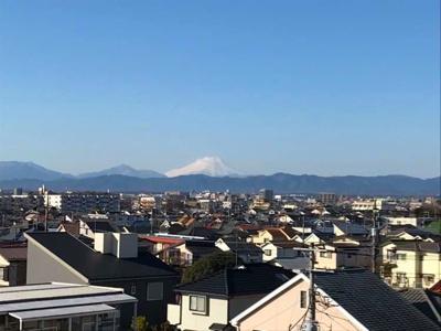 居室から富士山を望みます!