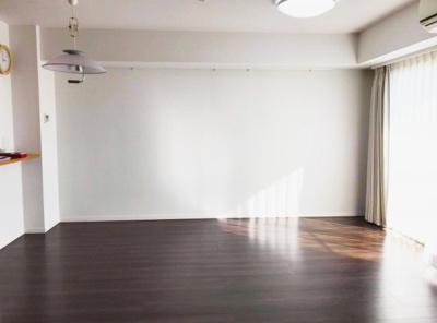 洋室からLD、ドアを開ければ広々とした空間に