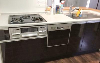 コンロ3口、食洗器付の対面式システムキッチン