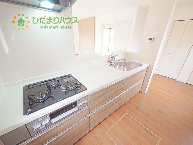 清潔感あふれるホワイトカラーを基調とした明るいキッチン♪