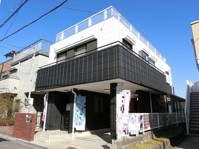 【現地写真】 シンプルで落ち着きのある建物は住むかたの個性でオリジナルなものになっていきます♪
