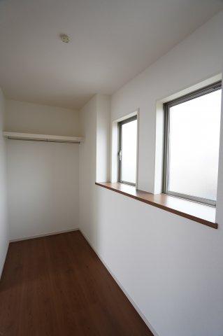 2連窓があり風を当てられるので収納したままでにおいが気になることも無くなりそうですね。