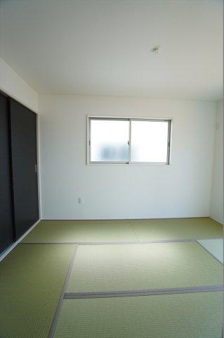 6帖の和室も南向きであたたかいお部屋です。