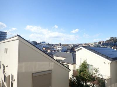 バルコニーからの眺望です♪2階からの眺めは良好ですよ☆人目が気にならないのが嬉しいですよね☆