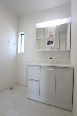 独立洗面化粧台が付いています:建物完成しました♪♪毎週末オープンハウス開催♪八潮新築ナビで検索♪
