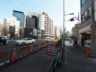【前面道路含む現地写真】千代田区飯田橋1丁目 建築条件なし土地