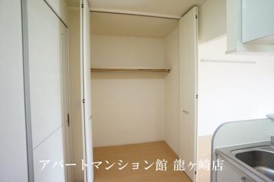 キッチン収納&フードファン換気扇♪
