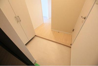 白を貴重とした玄関。明るいと清潔感が溢れてくる!