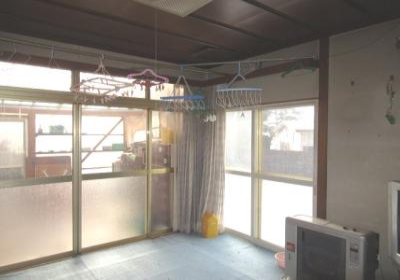 【居間・リビング】八峰町山内31-10・中古住宅