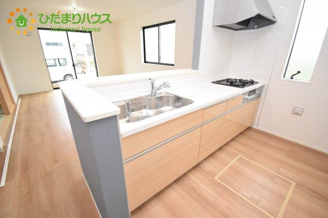 【キッチン】上尾市上 15期 新築一戸建て グラファーレ 01