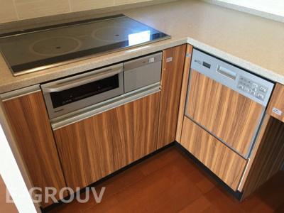 お掃除のしやすいIHクッキングヒーター・食器洗い乾燥機付きです!