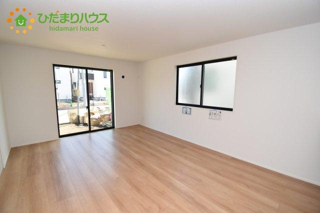 【居間・リビング】上尾市上 15期 新築一戸建て グラファーレ 03
