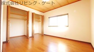 2階洋室6帖 収納豊富なお部屋です。