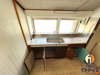 1階のキッチンです