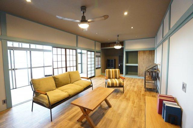 レトロモダンの家具をレイアウトして落ち着いたお部屋にしてみては・・・※家具は参考商品です。