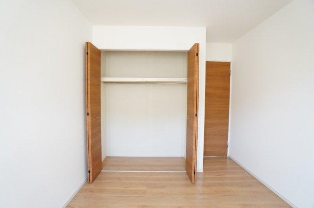 6帖洋室のクローゼットもあります。