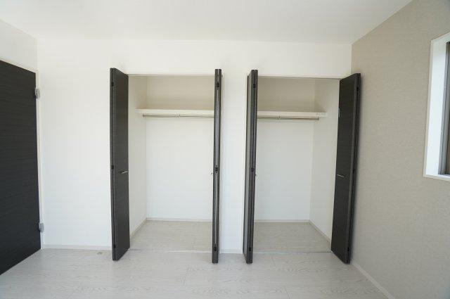2階7帖 使い勝手のよいシンプルなクローゼットです。