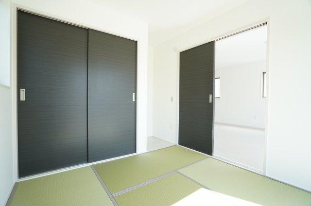 5帖 リビング隣の和室なので広々使えます。