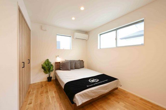 シンプル広々な主寝室