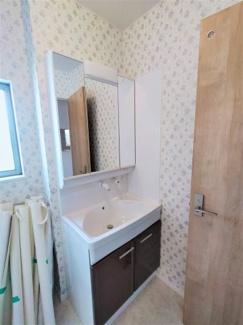 ■明るい洗面所です <越谷市登戸町 中古戸建>