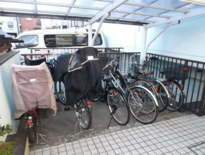 屋根のある駐輪場。