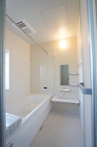 広々とした浴槽で毎日くつろげるバスタイムを楽しみたいですね。